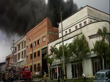 Incendio en fábrica de textiles